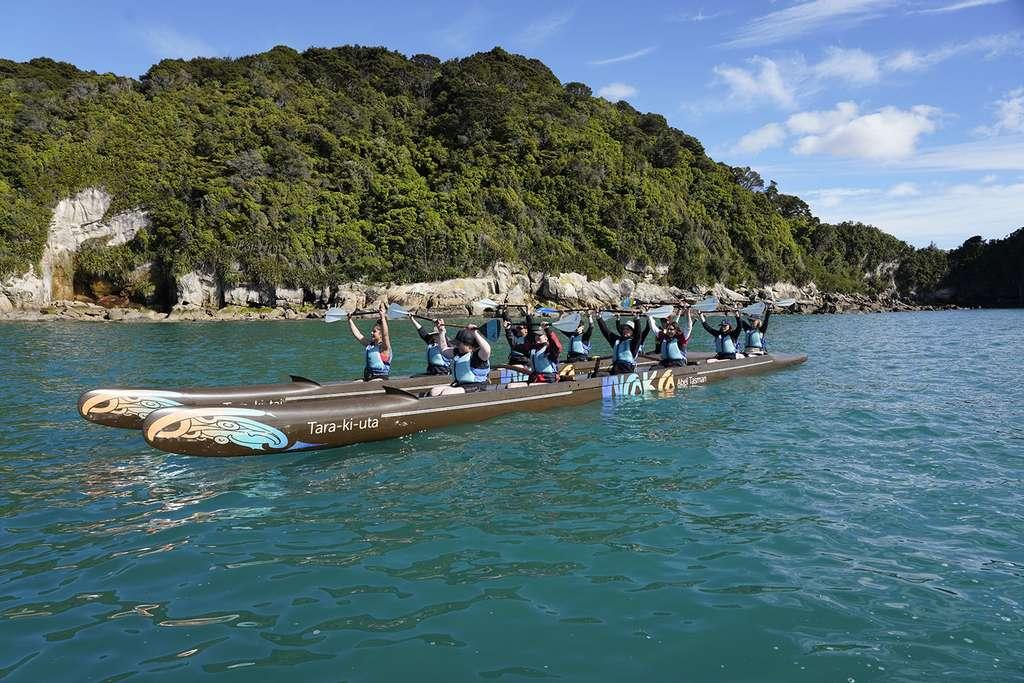 Balade en waka (pirogue double) au large du parc Abel Tasman. © Antoine, tous droits réservés