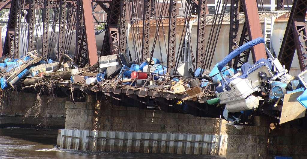 Combien de déchets plastique dans les océans ? Ici, déchets de toutes sortes retrouvés. © Golbez, Wikimedia Commons, CC by-nc 3.0