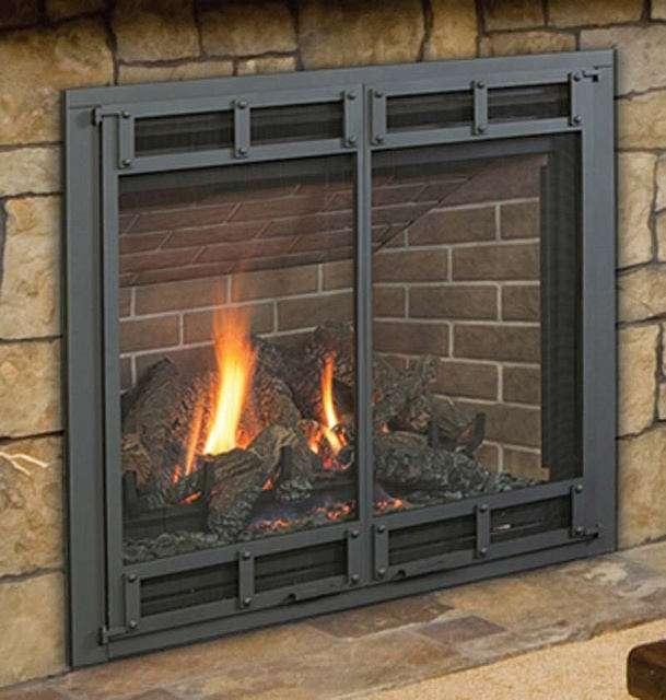 Les poêles et les inserts à gaz ressemblent à ceux à bois. Ils peuvent s'encastrer dans une cheminée ou être habillés d'un coffrage. ©US CPSC, Flickr, CC by 2.0