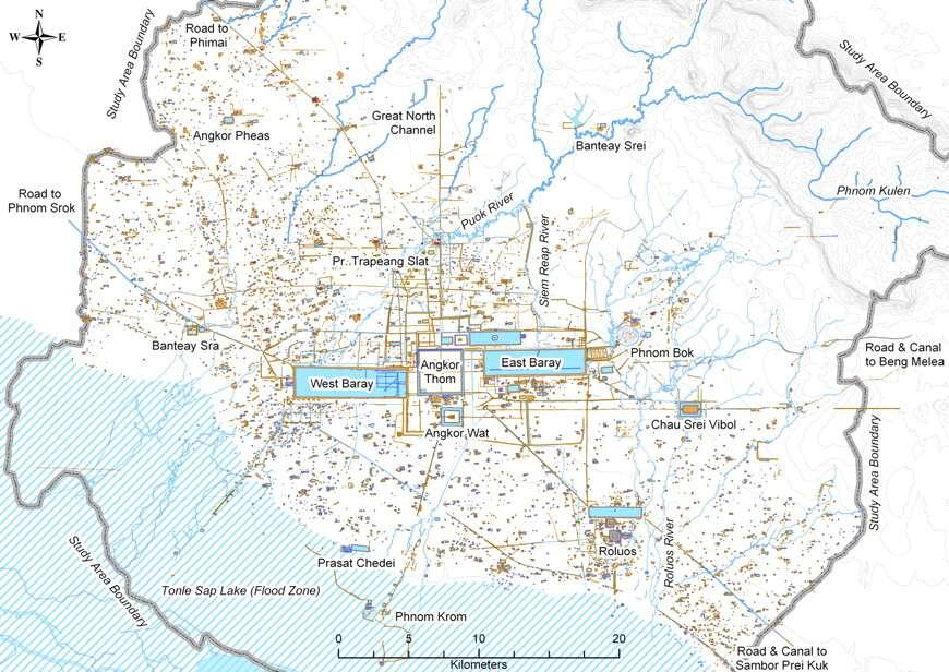 La carte archéologique établie en 2007 révèle le grand Angkor comme un paysage d'habitats vaste et inextricablement lié aux ressources en eau, qui ont beaucoup été exploitées au cours de la première moitié de l'existence de la cité. © Evans et al., Pnas, 2007