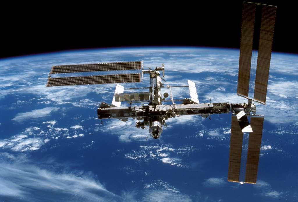 Décembre 2006 : Rétraction partielle des panneaux solaires de P6