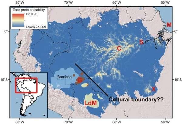 Un nouveau modèle de l'Amazonie suggère que la terra preta est plus susceptible de se trouver le long des rivières, dans la partie orientale de la forêt tropicale. Les lettres indiquent les sites archéologiques connus. © Crystal McMichael
