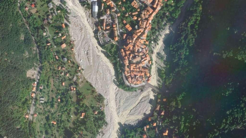 Tempête Alex. Les pluies diluviennes de la tempête Alex, qui ont touché les Alpes-Maritimes et le nord de l'Italie, ont provoqué des inondations d'une intensité rarement vue, notamment dans les vallées de la Vésubie et de la Roya. L'image montre la ville de St-Martin confrontée à une crue qui a tout emporté sur son passage (octobre 2020). © 2020 Planet Labs, Inc.