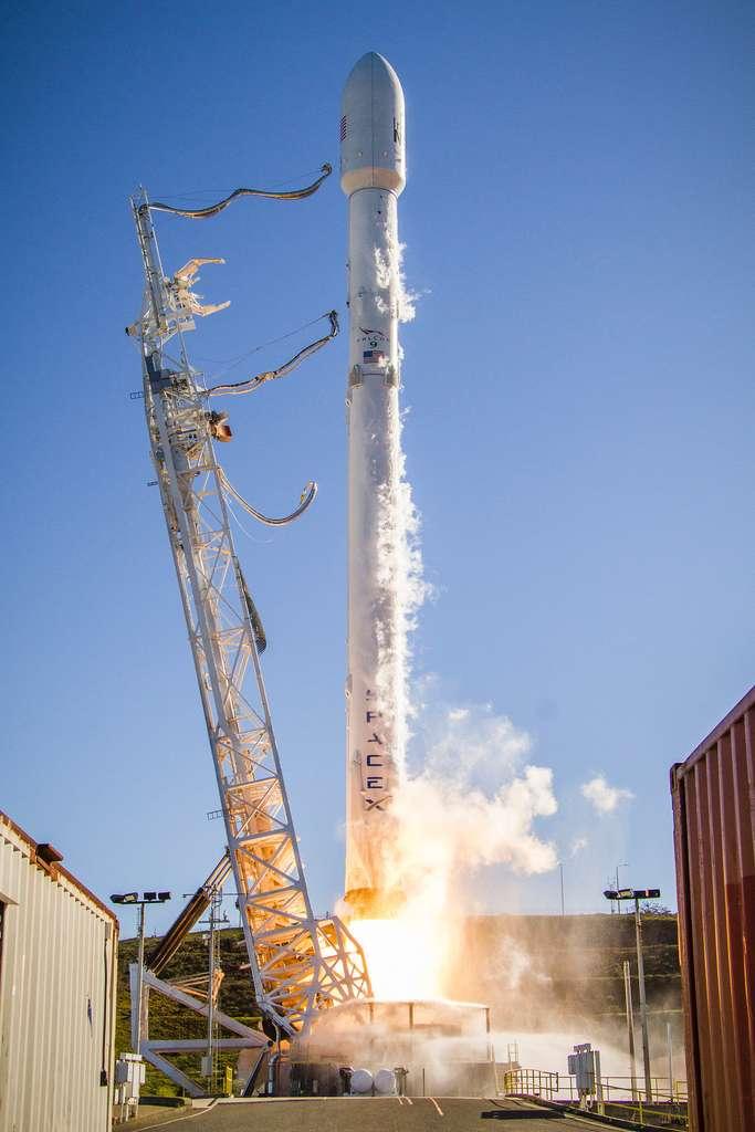 Le lanceur Falcon 9 au décollage, quatre mois après la suspension des tirs. © SpaceX