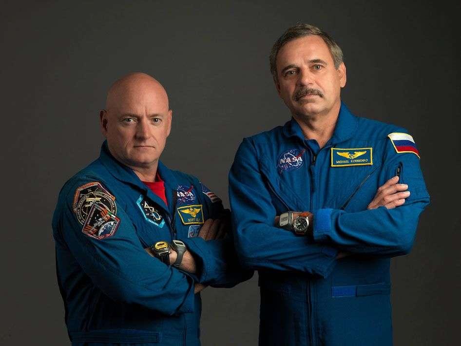 L'astronaute de la Nasa, Scott Kelly (à gauche), et le cosmonaute de Roscosmos, Mikhail Kornienko, avant leur départ. Durant leur long séjour dans la Station spatiale internationale, ils ont participé à des expériences médicales pour suivre les effets de l'absence de pesanteur sur l'organisme. © Nasa