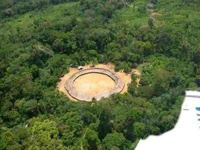 La fôret en feu pour préparer des cultures..... © www.deforestation-amazonie.org