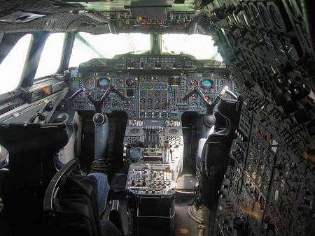Le poste de pilotage de Concorde dans sa première version commerciale (cliquer sur l'image pour l'agrandir). Auteur : Christian Kath