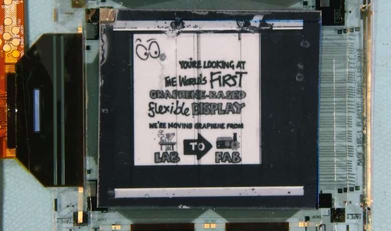 Le prototype d'écran flexible à base de graphène délivre un affichage monochrome. Ses concepteurs annoncent qu'ils comptent adapter leur technique pour réaliser un écran flexible en couleurs Oled d'ici un an. © University of Cambridge, Plastic Logic