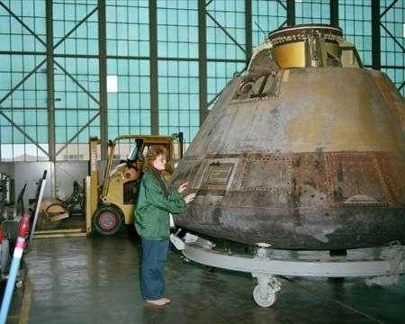 La cabine d'Apollo 8 après son retour sur Terre. Elle effectuera encore plusieurs tours du monde... lors d'expositions consacrées à l'Espace, et est maintenant exposée au Musée de l'Air et de l'Espace à Washington. Crédit Nasa