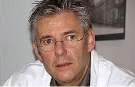 Jean-Pierre Olié est un psychiatre français membre de l'Académie nationale de médecine. Parmi ses spécialités : la schizophrénie. © Destination Santé