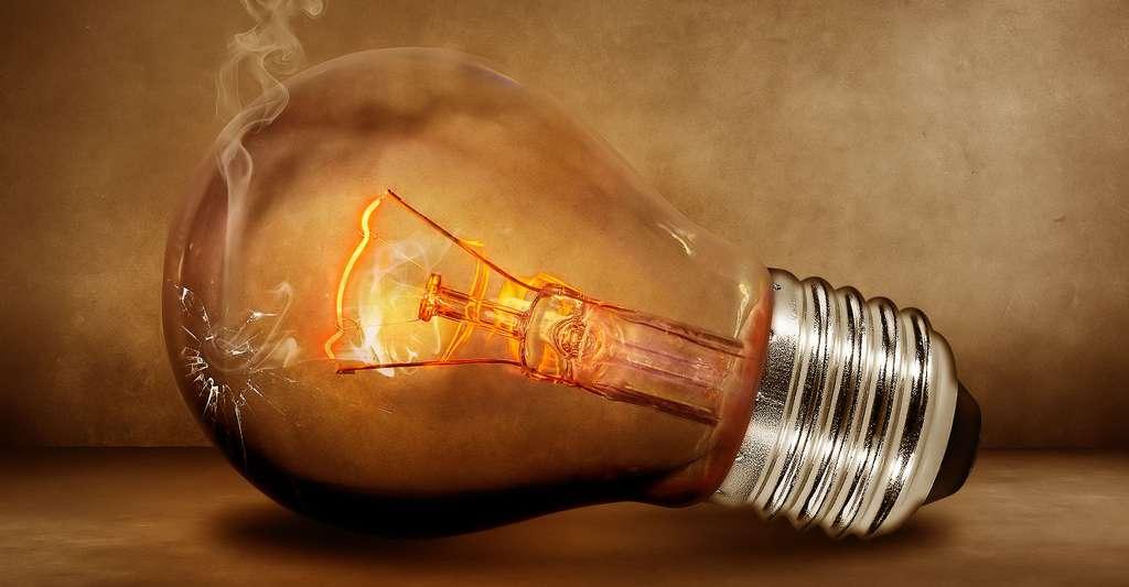 Une incroyable ampoule centenaire. © Comfreak, Domaine public
