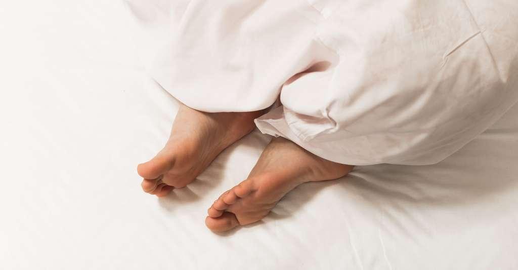 Les femmes ont plus tendance à transpirer la nuit que les hommes. © hikdaigaku86, Fotolia