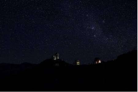 Figure 2 : le ciel étoilé au-dessus de l'Observatoire Européen Austral (ESO) au Chili donne une (fausse) impression de stabilité. Mais cette impression n'est valide qu'à des échelles de temps très courtes. © ESO