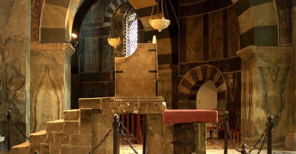 Quel lien entre Charlemagne et l'école ? Ici, trône de Charlemagne à la cathédrale d'Aix-la-Chapelle, en Allemagne. © Holger Weinandt, Wikimedia Commons, CC by-sa 3.0