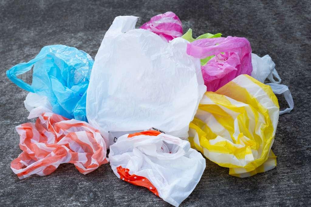 Une équipe de chimistes a mené une expérience avec des déchets plastique. © Bowonpat, Adobe Stock