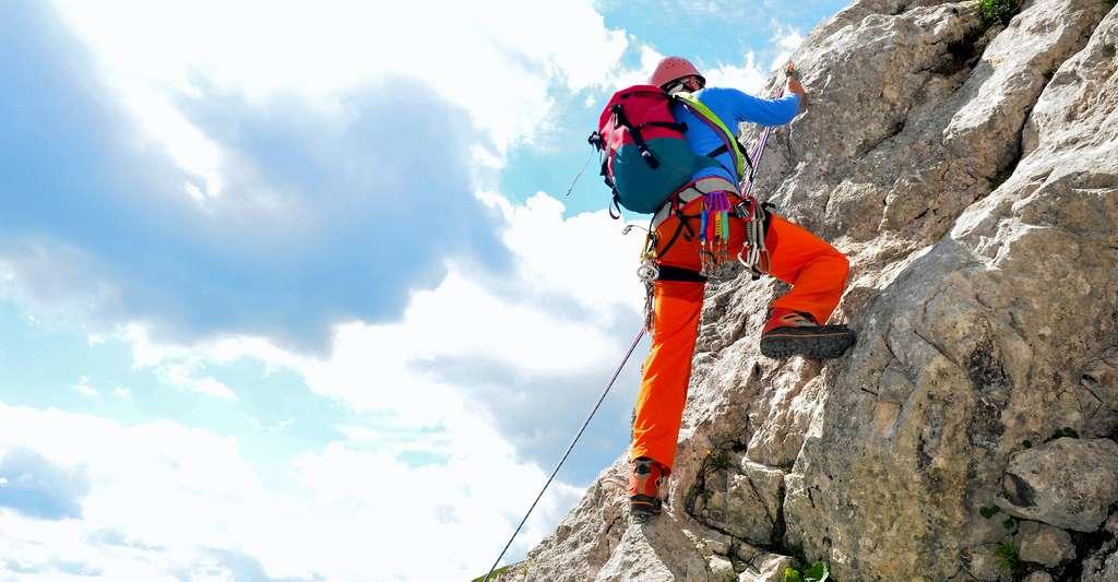 Même si les techniques se sont largement améliorées et que le matériel est aujourd'hui plus sûr, l'alpinisme semble rester le sport le plus dangereux au monde. © Andreas P, Adobe Stock