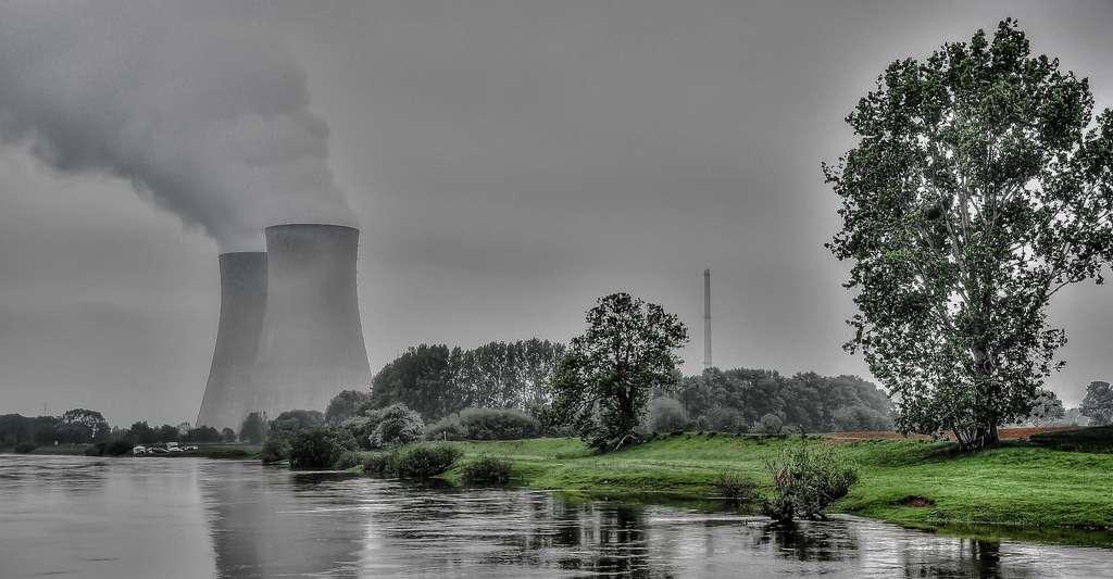 Le monoxyde de dihydrogène est exploité dans les centrales nucléaires pour ses propriétés caloportrices. © Burghard, Pixabay, CC0 Creative Commons