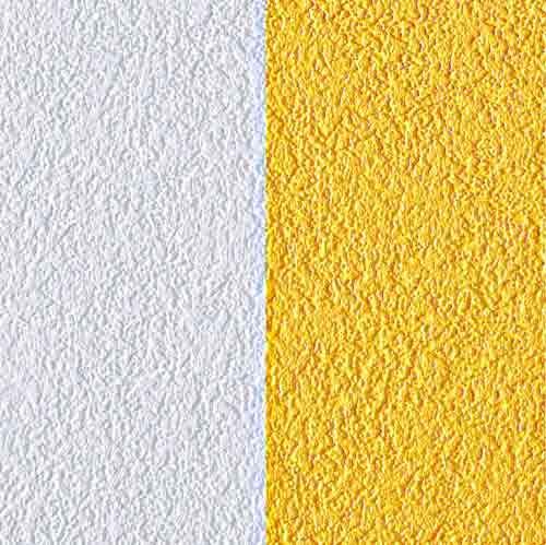 Support intissé + vinyle (116 g/m2), peut être peint à l'acrylique. Rouleau de 1,06 x 25 m (environ 30 €). Pose par encollage du mur. © Leroy Merlin