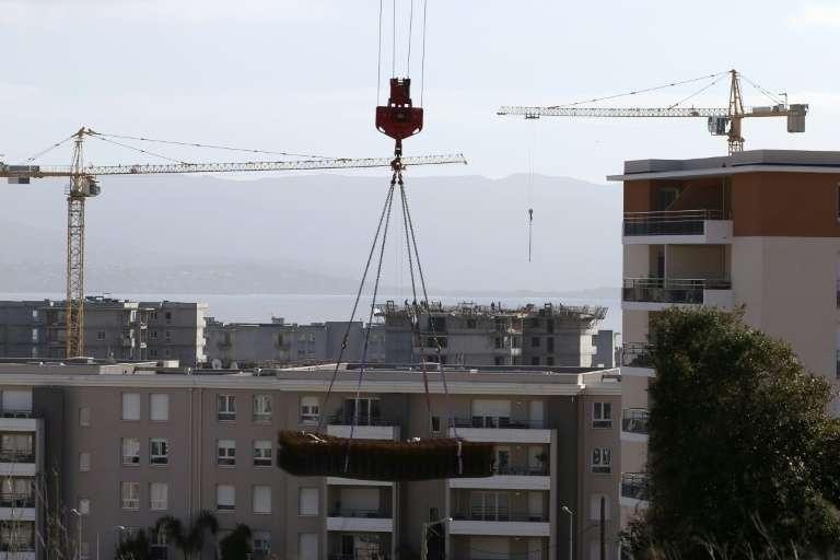 La mise en place de règles sanitaires de conduite devrait favoriser la reprise des chantiers, mais elle se fait toujours attendre. Chantier de construction à Ajaccio, en Corse, le 20 février 2020. © Pascal Pochard-Casabianca, AFP, Archives