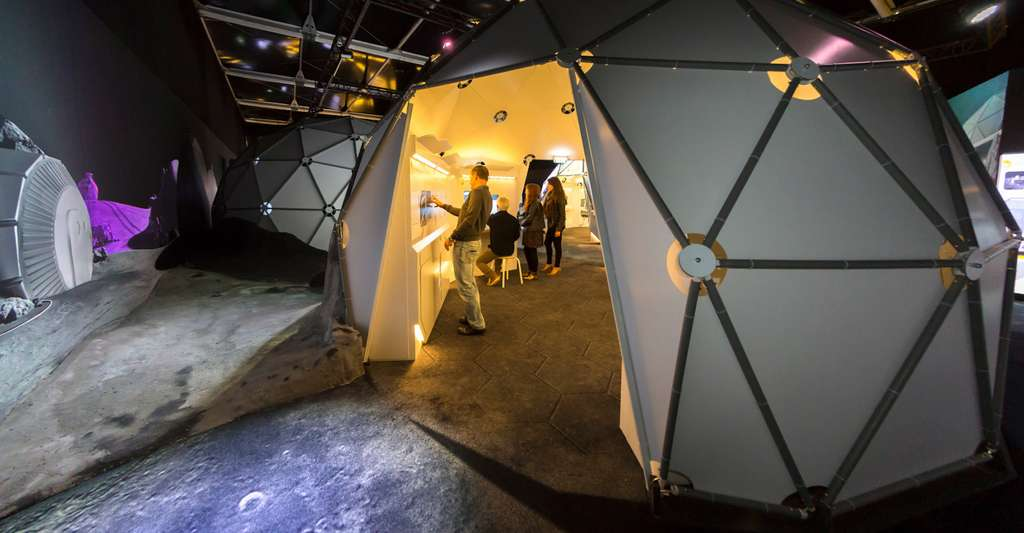 À la Cité de l'Espace (Toulouse), vous aurez l'occasion de vous promener au cœur d'un véritable village lunaire. Et de partir à la découverte des défis posés par un retour sur la Lune. © Manuel Huynh, Cité de l'Espace