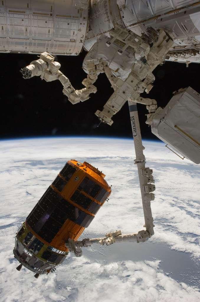 Janvier 2011, le deuxième HTV est amarré à l'ISS