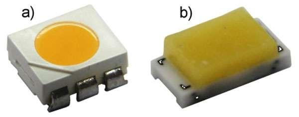 Boîtiers de Led CMS de puissance intermédiaire en résine (a) et en céramique (b). © Led Engineering Development