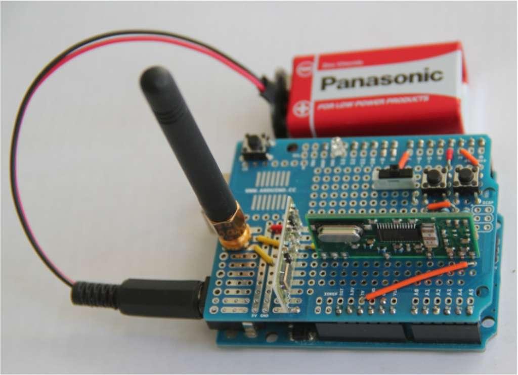 Voici le transpondeur réalisé par l'équipe autour d'un circuit Arduino, pour moins de 40 euros précisent les chercheurs. © Flavio Garcia et al.