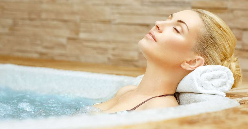 Balnéothérapie : hammam, sauna, spa, Jacuzzi®... quelles différences ? © Nestor Rizhniak, Shutterstock