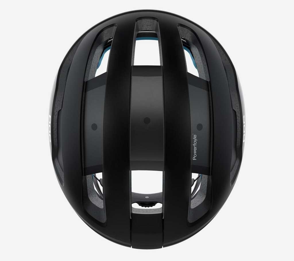 Le matériau photovoltaïque Powerfoyle est intégré au niveau des trois partie centrales ajourées du casque. © POC