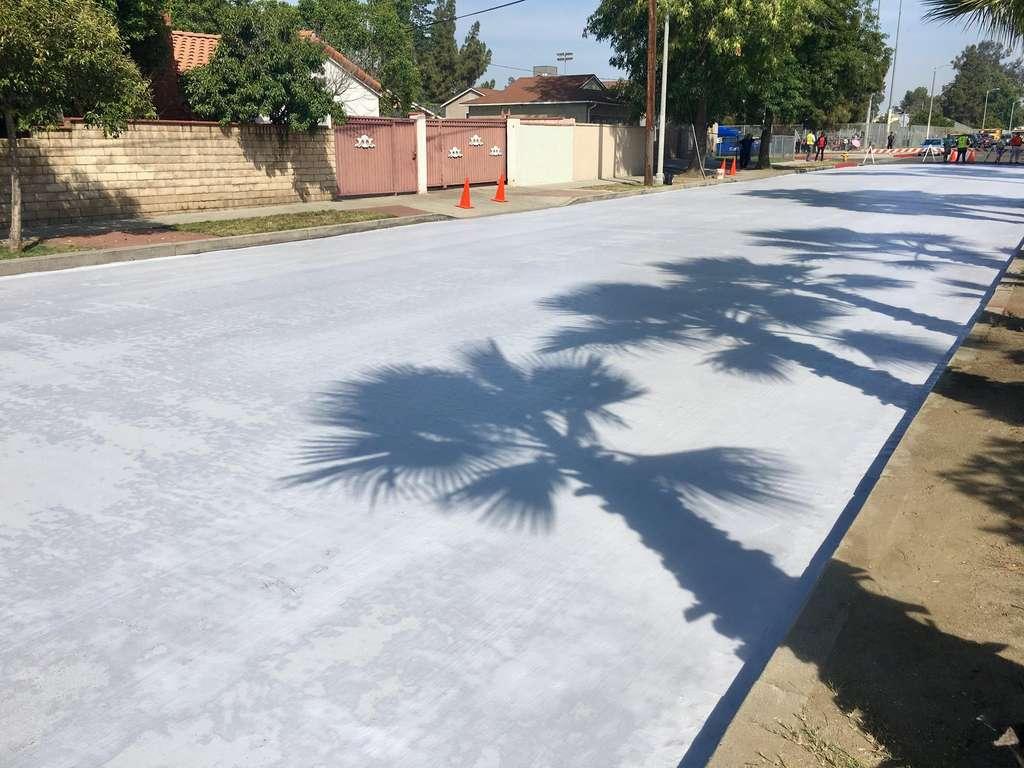 À Los Angeles, les routes repeintes en blanc pour limiter la canicule. © LA Street Services, Twitter