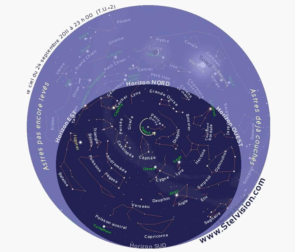 Cette carte du ciel permet de repérer la constellation du Triangle en début de nuit, au-dessus du phare de Jupiter. © Stelvision.com