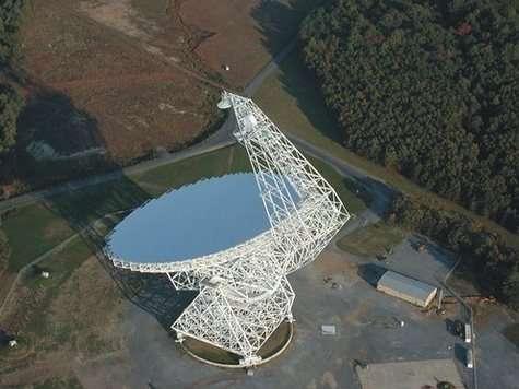 Le Robert C. Byrd Green Bank Telescope, en Virginie Il faisait partie des 27 télescopes en réseau utilisés pour recevoir les signaux radios de Huygens (Crédits : NRAO/AUI/NSF)