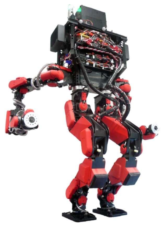 Le robot vainqueur du Darpa Robotics Challenge, réalisé par Shaft, sur la base de son HRP-2. Ses performances sont peu visibles sur une image : elles tiennent dans ses actuateurs, qui génèrent les mouvements à la manière de nos muscles. Ils sont particulièrement efficaces, donnant à ce robot une bonne stabilité. © Schaft