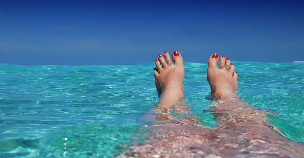 Selon les travaux de chercheurs de l'université de Californie, se baigner dans l'océan, ne serait-ce que dix minutes, altère la composition de la flore bactérienne présente sur notre peau. © romaneau, Pixabay License