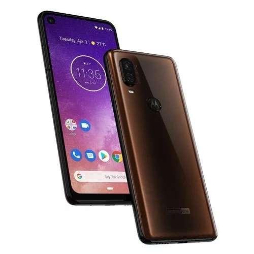 Motorola revient en force avec un smartphone sous Android qui cache son appareil à selfies dans un petit trou sur l'écran. © Motorola