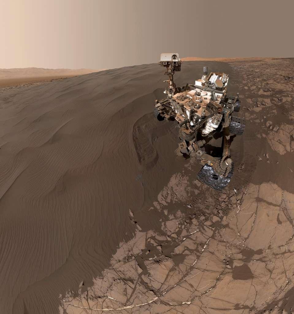Autoportrait de Curiosity devant « la dune de Namib »