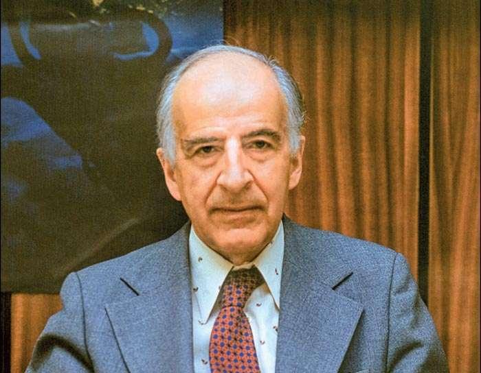 Le physicien Bruno Pontecorvo, ancien élève de Fermi, est l'un des pères de la théorie des neutrinos. Il est l'un des premiers à avoir supposé que les neutrinos pouvaient se convertir périodiquement les uns dans les autres. © Yuri Tumanov, JINR