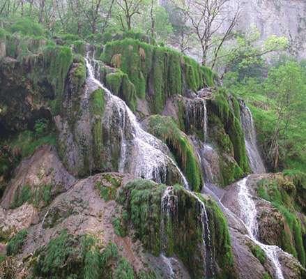 Une cascade presque à sec à Baume-les-Messieurs. © DR