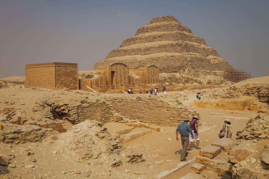 Pyramide à degrés de Djéser, Saqqara (Égypte). © Juan Carlos Munoz, Adobe Stock