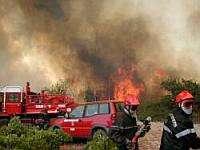 Les pompiers disposent de moyens terrestres et aériens.