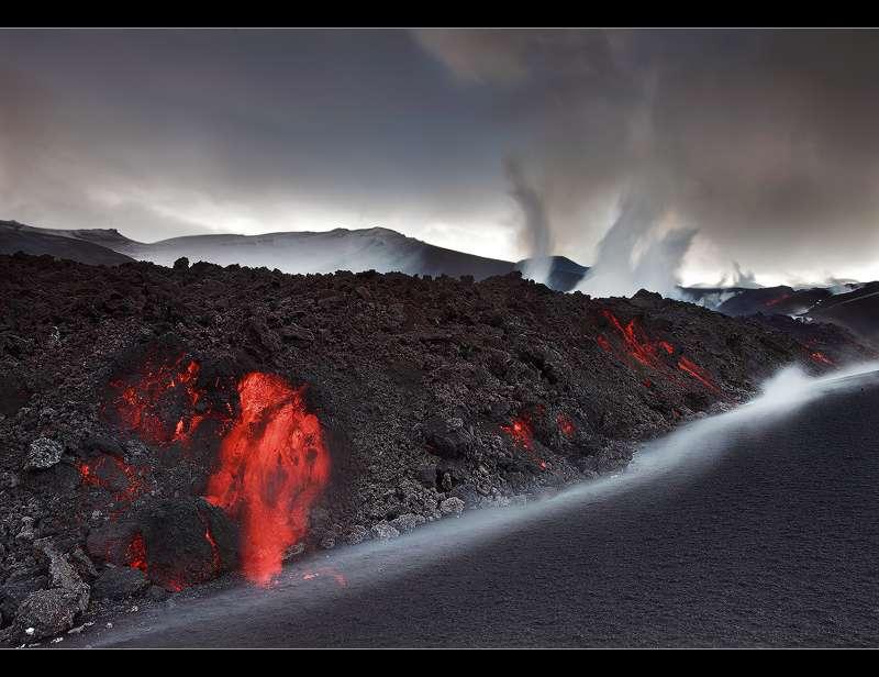 Coulée de lave en provenance de l'éruption de Fimmvörðuháls non loin de l'E