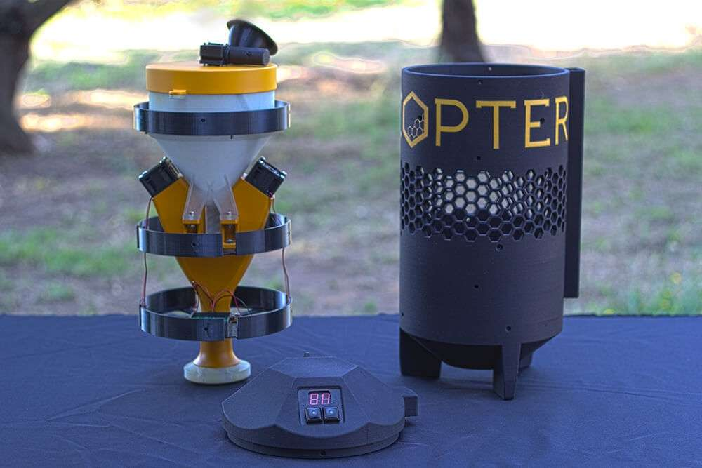 La start-up américaine Dronecopter a déposé un brevet pour son pulvérisateur de pollen. Il permet de doser la quantité de pollen à pulvériser sur la canopée. © Dronecopter