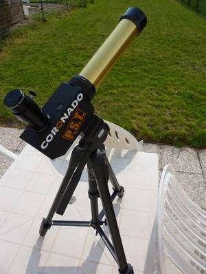 Les amateurs peuvent observer sans aucun danger les protubérances solaires à l'aide de petites lunettes comme celle-ci, équipée d'un filtre H-alpha. Crédit J-B Feldmann
