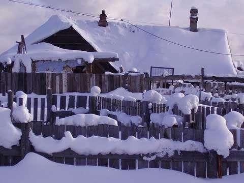 De belles clôtures enneigées © Sacha Romanov - Reproduction et utilisation interdites.