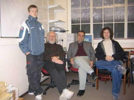 A droite de John Ellis, Nick Mavromatos (Crédit : John Ellis).