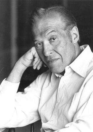Le prix Nobel de physique Julian Schwinger a été l'un des premiers à prolonger la théorie des monopôles de Dirac avec sa théorie des dyons. Elle fut reprise par Edward Witten. © National University of Singapore