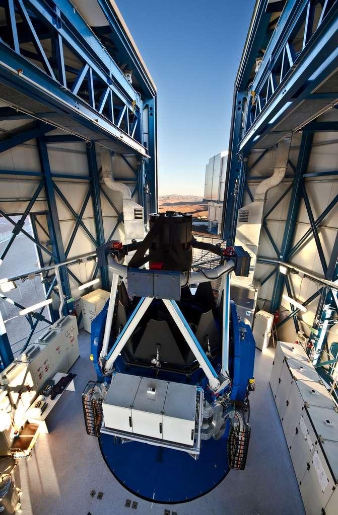 Avec le VST, l'ESO possède désormais le plus grand télescope du monde destiné aux sondages du ciel en lumière visible. © ESO/G. Lombardi