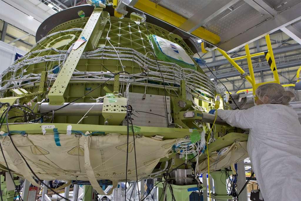 Construction de la capsule Starliner de Boeing, dans les locaux de l'entreprise du Centre spatial Kennedy. © Nasa, Kim Shiflett