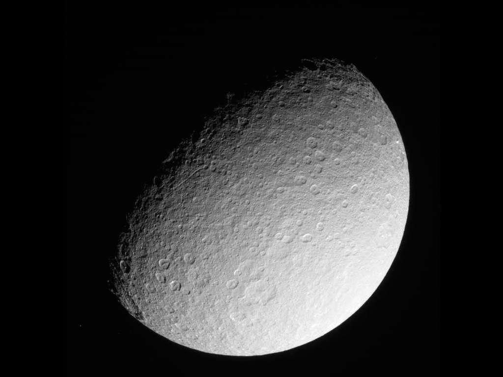 Cette image a été prise le 10 mars 2013 par la sonde Cassini. Elle était alors à environ 280.317 km de Rhéa. © Nasa, JPL-Caltech, Space Science Institute