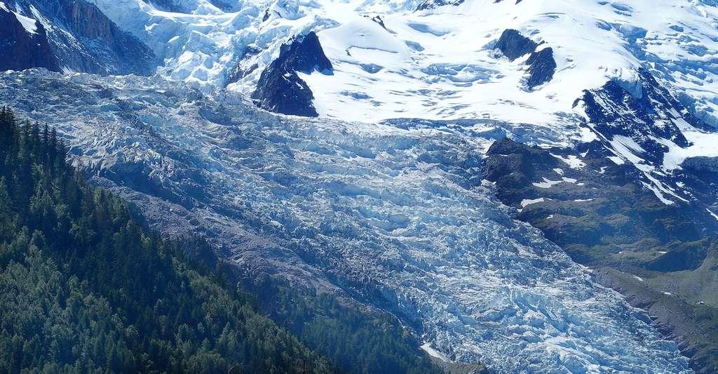Le glacier des Bossons dans le massif du Mont Blanc. © Photo Holidays, Shutterstock
